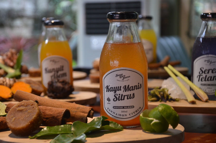 Suwe Ora Jamu also sells bottled jamus. (JG Photo/Cahya Nugraha)