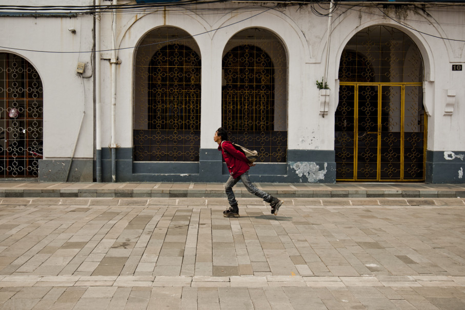 A young man is roller-skating on a renovated sidewalk. (JG Photo/Yudha Baskoro)