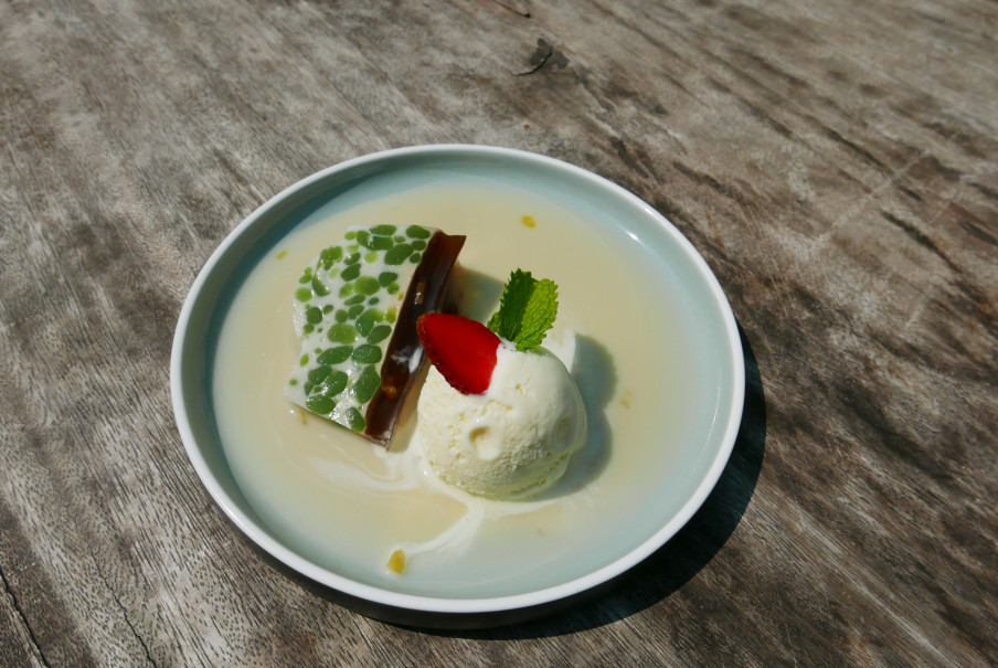 Mendjangan Restaurant's cendol pudding with vanilla ice cream. (JG Photo/Riandara Pratama)