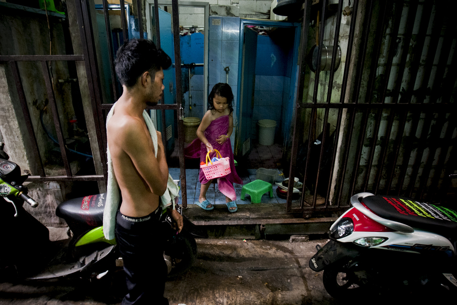 Toilets are usually shared by five or six families. (JG Photo/Yudha Baskoro)