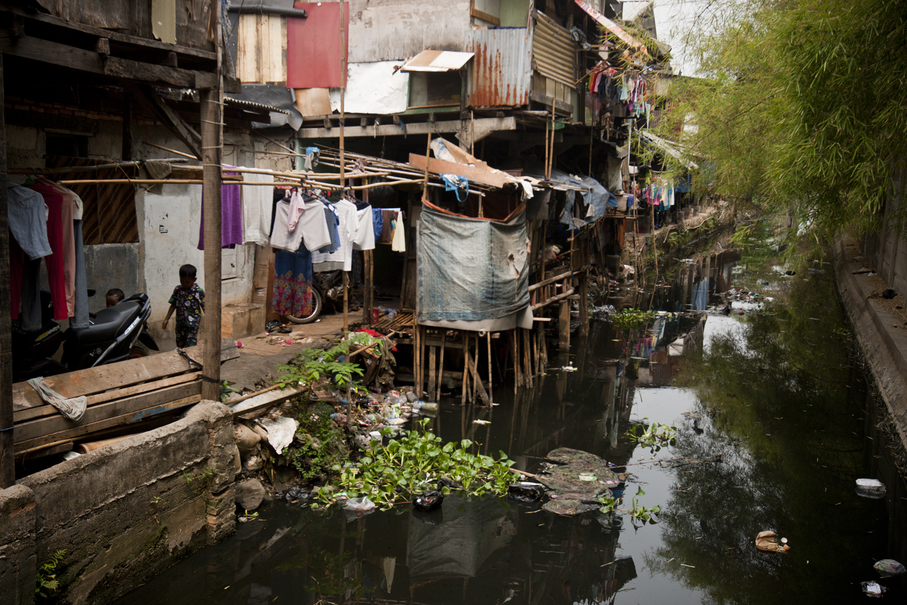 Access to public resources like electricity and sewers is strained. (JG Photo/Yudha Baskoro)