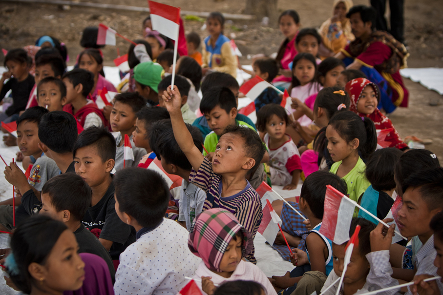 Children wave Indonesian flags to celebrate Independence Day in Loloan, North Lombok, on Friday (17/08). (JG Photo/Yudha Baskoro)