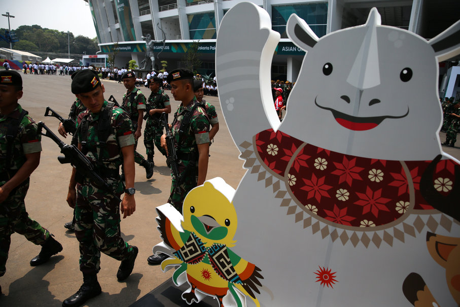 Members of the Indonesian Military (TNI) pass 2018 Asian Games mascots at Gelora Bung Karno Stadium in Jakarta on Thursday. (Reuters Photo/Athit Perawongmetha