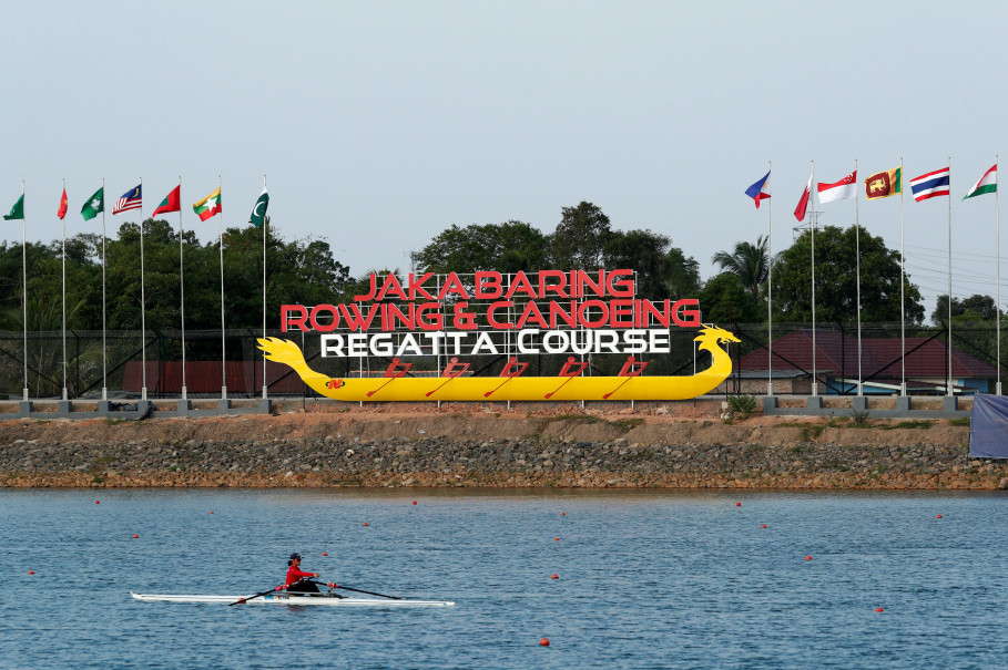 A rower passes the Jakabaring Rowing and Canoeing Center in Palembang on Thursday. (Reuters Photo/Edgar Su)