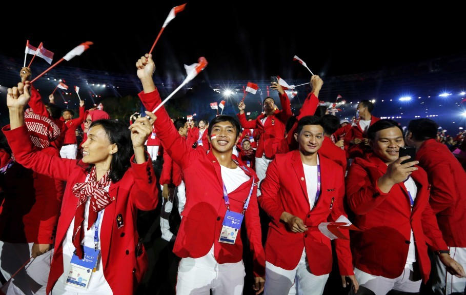 Indonesian athletes attend the opening ceremony. (Reuters Photo/Cathal McNaughton)