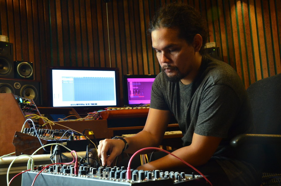 Firzi playing his modular synth set-up. (JG Photo/Cahya Nugraha)