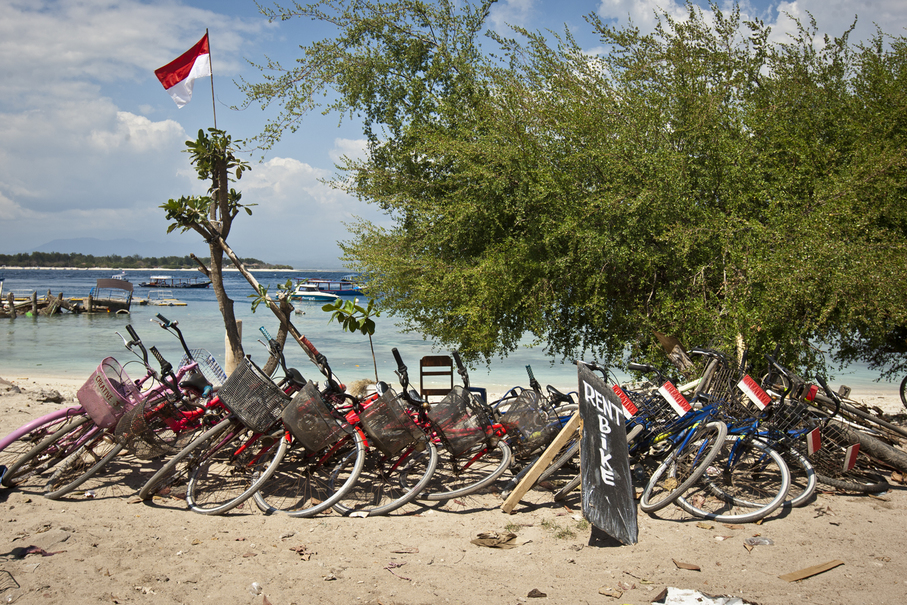 Rental bicycles seen abandoned on the beach. (JG Photo/Yudha Baskoro)