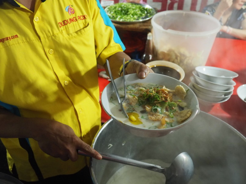 Your sop kambing is nearly ready. (JG Photo/Joy Muchtar)