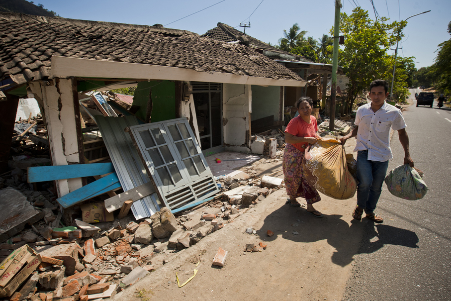 Residents trying to salvage personal items from the ruins of their home in North Lombok on Tuesday. (JG Photo/Yudha Baskoro)