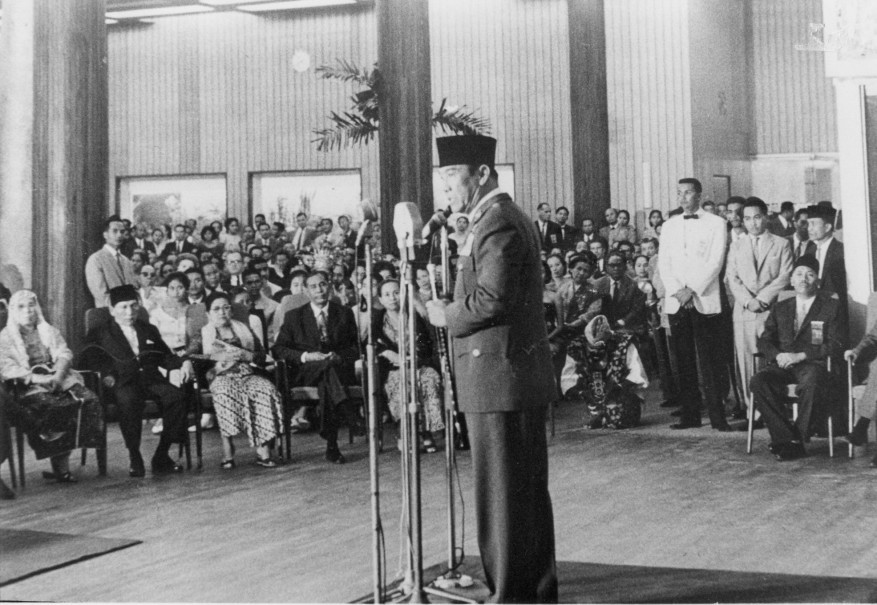 Former President Sukarno speaks at the opening of Hotel Indonesia in 1962. (Photo courtesy of Hotel Indonesia)