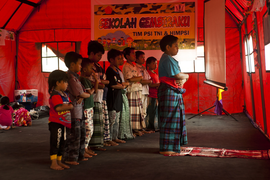 Children pray at temporary shelter. Therapy sessions are combined with religious activities to help them overcome their trauma. (JG Photo/Yudha Baskoro)