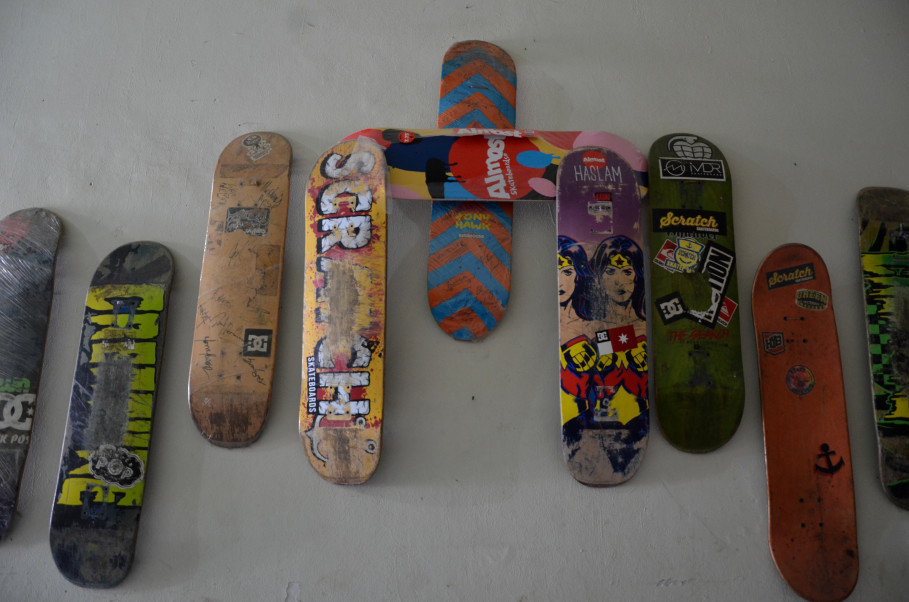 Nyimas' board collection. Third from left is her first board. (JG Photo/Cahya Nugraha)