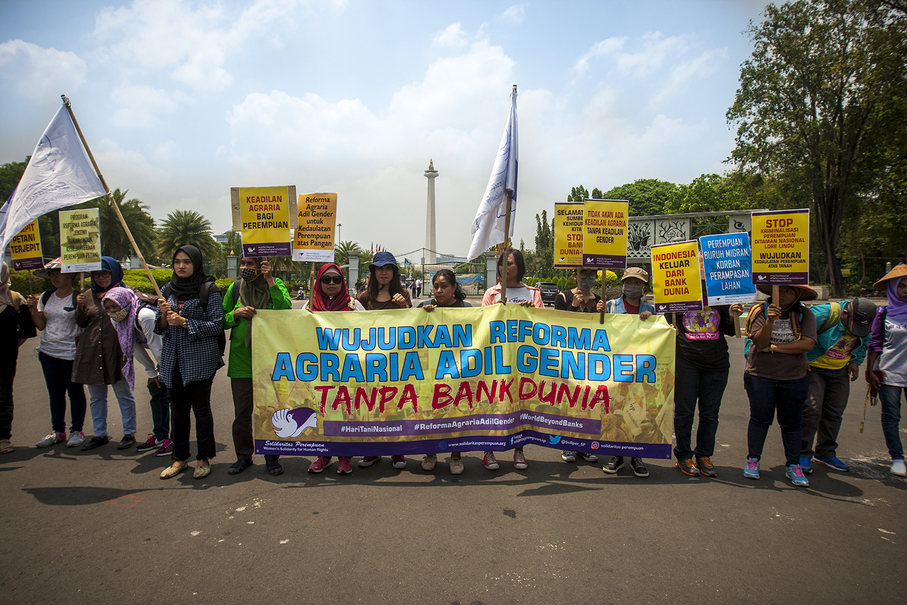 A group of activists supporting the protest by farmers from Central Java. (JG Photo/Yudha Baskoro)