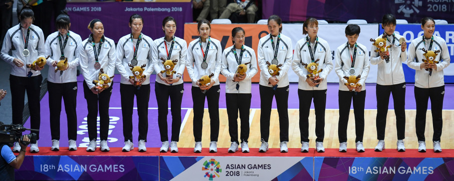 Members of the united Korean women's basketball team pose for a photo after the final on Saturday. (Antara Photo/Inasgoc/Wahyudin)