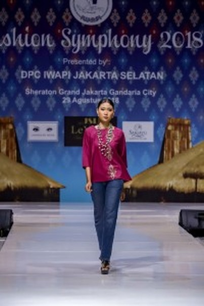 A blouse adorned with sulam karawo by Azuraa Indonesia. (Photo courtesy of Siti Muhibah)