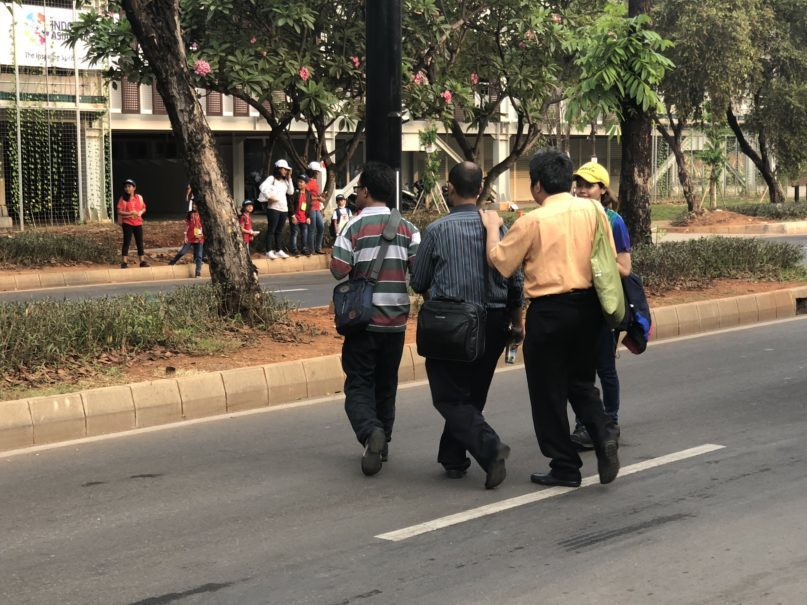Lack of zebra crossing posed dangers for visually impaired visitors who wanted to cross the road around GBK. (JG Photo/Diella Yasmine)