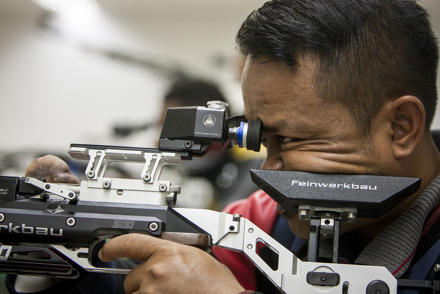 Bolo Triyanto of Indonesia practicing for the R4 mixed 10-meter air rifle prone SH2 competition at Senayan Shooting Range in Central Jakarta on Sept. 28. (JG Photo/Yudha Baskoro)