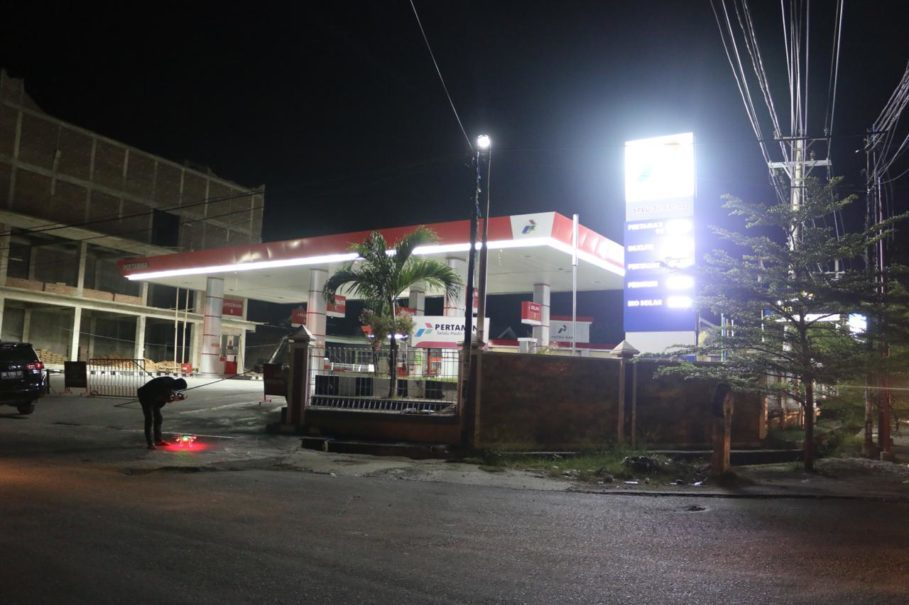 The electricity and fuel supplies are gradually being restored in Palu, a week after an earthquake and tsunami destroyed the city. (Photo courtesy of PLN)