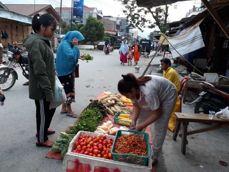 Masomba Market in Palu after merchants resumed trading activities. Most of the supplies come from South Sulawesi. (JG Photo/Telly Nathalia)