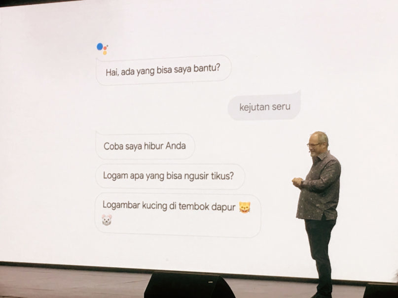 Huffman demonstrates Google Assistant's use of Bahasa Indonesia. (JG Photo/Joy Muchtar)