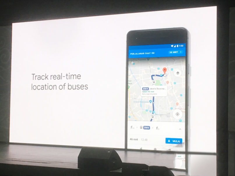 Google Maps now allows you to follow bus locations in real time. (JG Photo/Joy Muchtar)