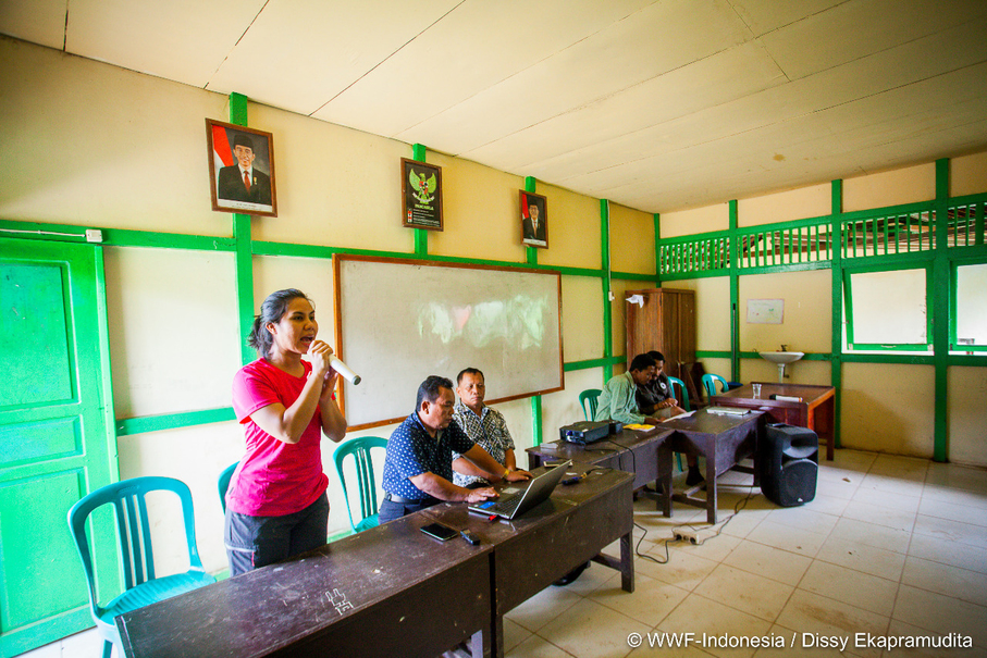 An instructor from the WWF speaking during last month's workshop. (Photo courtesy of WWF Indonesia/Dissy Ekapramudita)