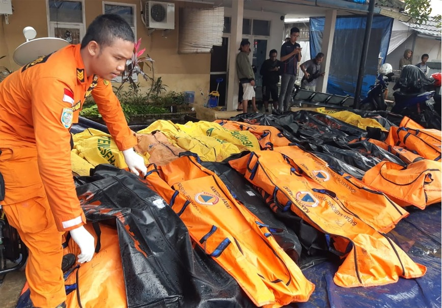 Body bags containing the remains of tsunami victims seen in Cinangka, Serang. (Antara Photo/Basarnas)