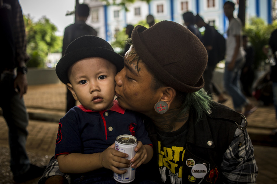 Alexander Setiawan, 24, brought his nephew to a gathering of the Tasawuf Underground community to learn about Islam, which he hopes would help the boy become a better person than him. (JG Photo/Yudha Baskoro)