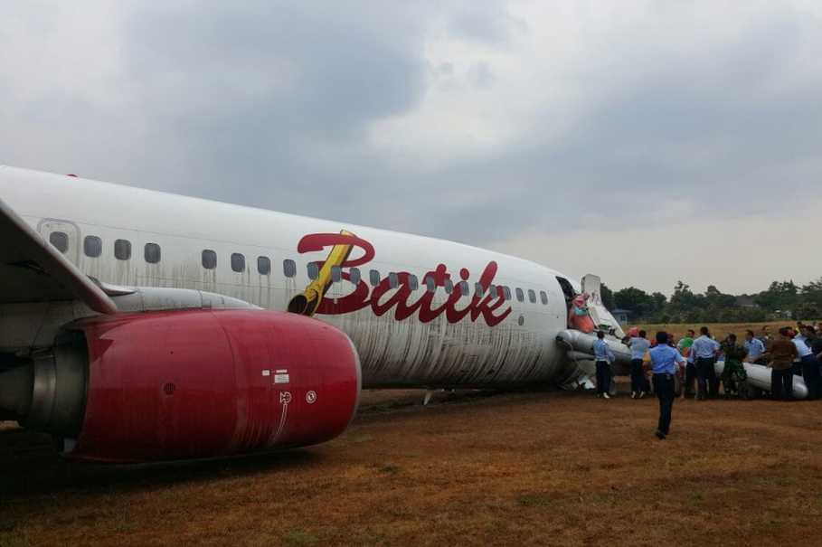 Batik air flight skids off yogyakarta runway no injuries reported batik air flight skids off yogyakarta runway no injuries reported stopboris Image collections