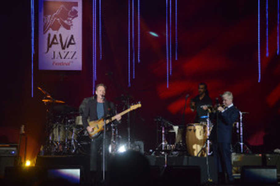 Sting performs with Chris Botti at the 2016 Java Jazz Festival at JIExpo Kemayoran, Central Jakarta,  Mar. 5, 2016. (B1 Photo/Danung Arifin)