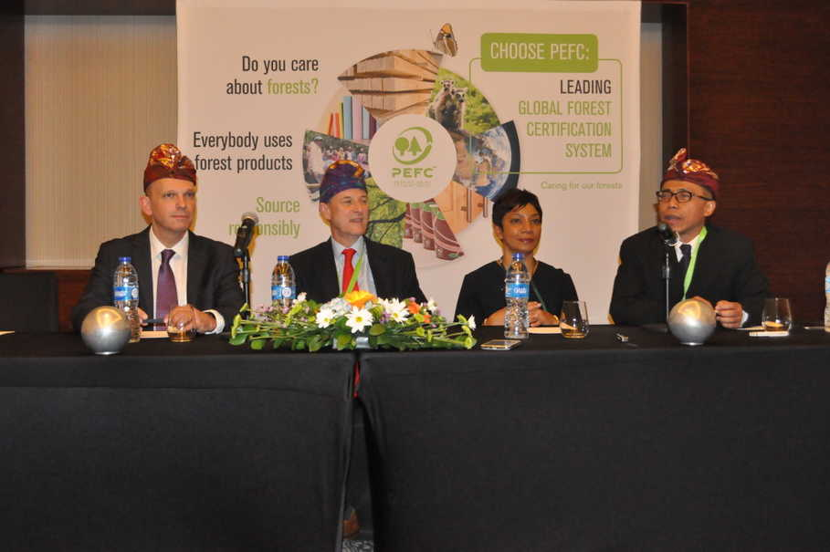 From left to right, Ben Gunneberg, chief executive and secretary general of PEFC, PEFC chairman Peter Latham, PEFC vice-chairman Sheam Satkuru Ganzella and IFCC chairman Dradjad WIbowo at a press conference in Kuta, Bali. (Photo courtesy of IFCC)