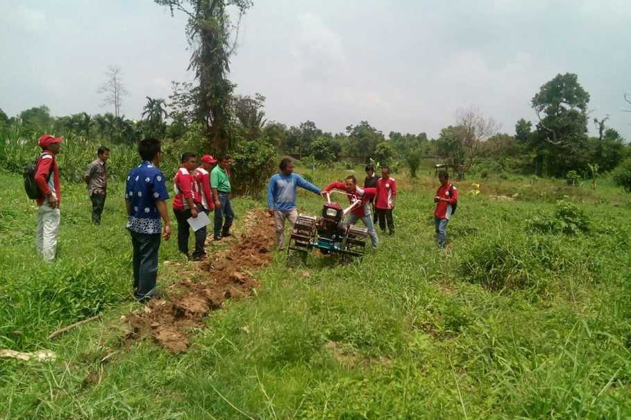 Crew leaders teach farmers how to use a hand tractor to stop them from practicing slash-and-burn. (Photo courtesy of APRIL)
