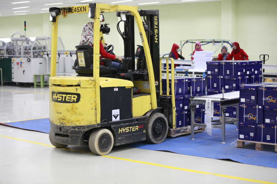 For each delivery to the warehouse, Lita could be carrying around Rp 5 million worth of paper products on her forklift machine. (Photo courtesy of RAPP/Reza Amirul Juniarshah)