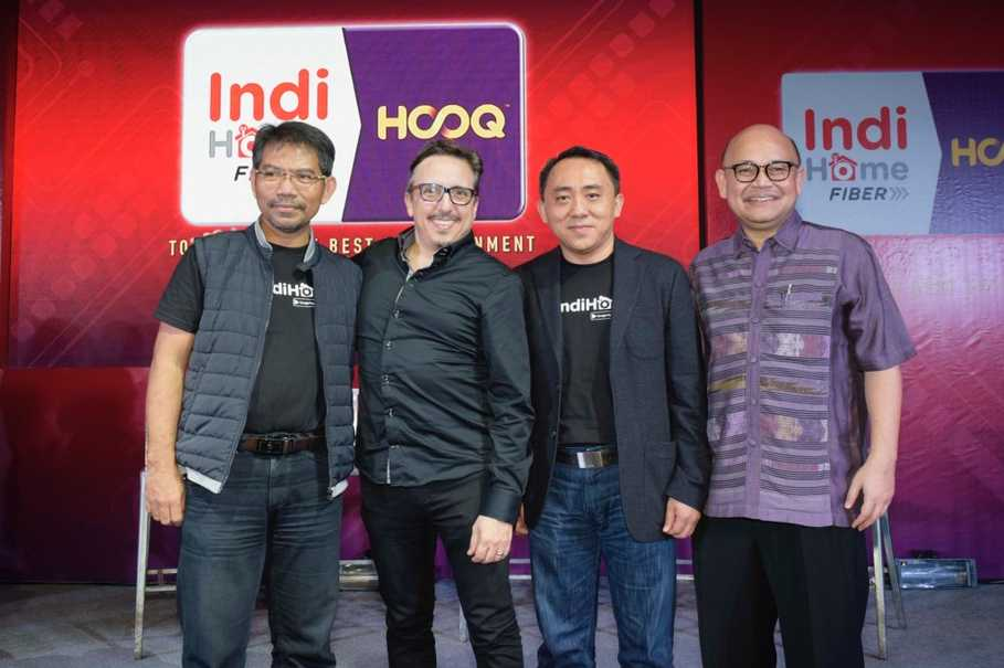 Photos IndiHome & HOOQ (2): (Left to right) Executive General Manager of TV Video Telkom Aris Hartoni, CEO HOOQ Peter Bithos, Vice President Marketing Management Telkom Jemy Confido and Country Head HOOQ Indonesia Guntur Siboro at the launch of IndiHome HOOQ on Wednesday (15/3).
