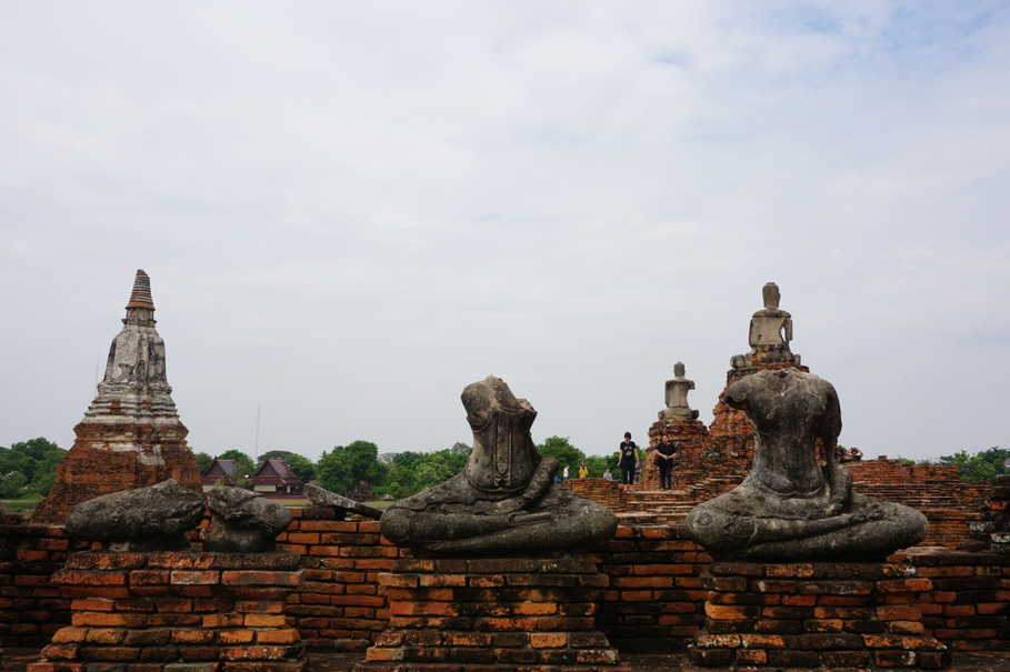 Ruins of statues at the Wat Chaiwatthanaram temple complex in Ayutthaya. (JG Photo/Sheany)