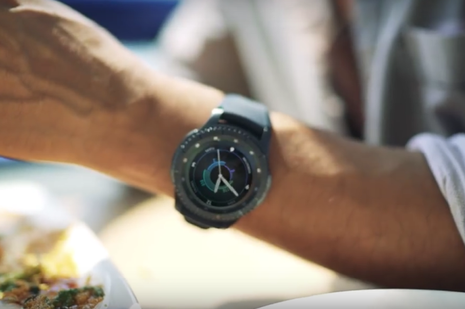 Samsung Gear S3 is able to withstand dust and dirt. (Photo courtesy of Samsung Indonesia)