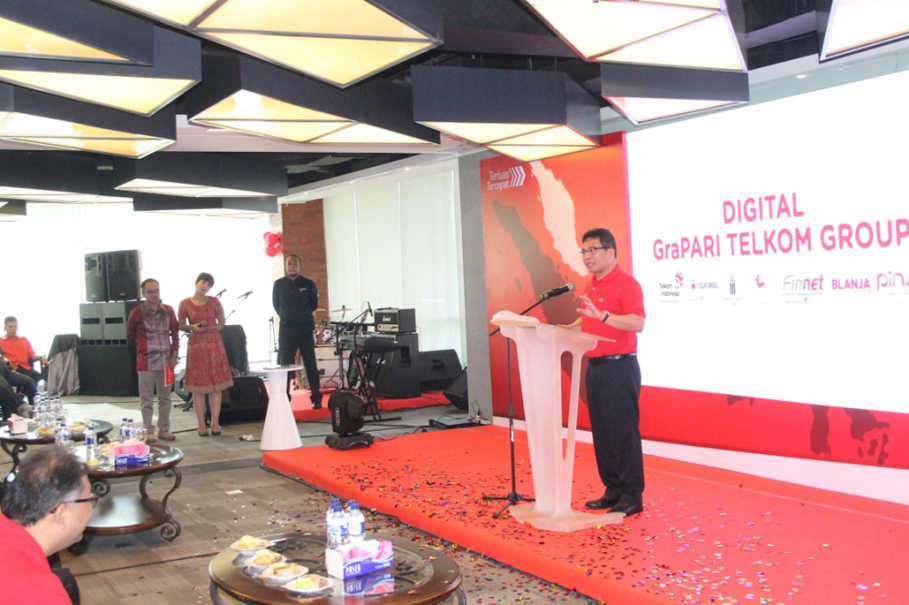 GTG3: Medan Mayor H.T Dzulmi Eldin (second from right) with TelkomGroup Management Team shortly after the inauguration of GraPARI TelkomGroup Digital in Medan, Friday (26/5)