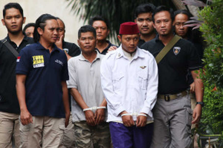 East Jakarta Police arrested two people for their alleged involvement in the intimidation and assault of a 15-year-old student over a social media post he made, which they considered to be insulting of firebrand cleric Rizieq Shihab. (Antara Photo/Rivan Awal Lingga)