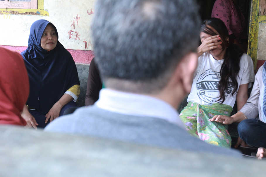 Plan International volunteers and village officials in West Lombok counseled a girl who did not want to get married by 'Merarik,' a local tradition that allows men to kidnap the girl they want to marry. (JG Photo/Yudhi Sukma Wijaya)