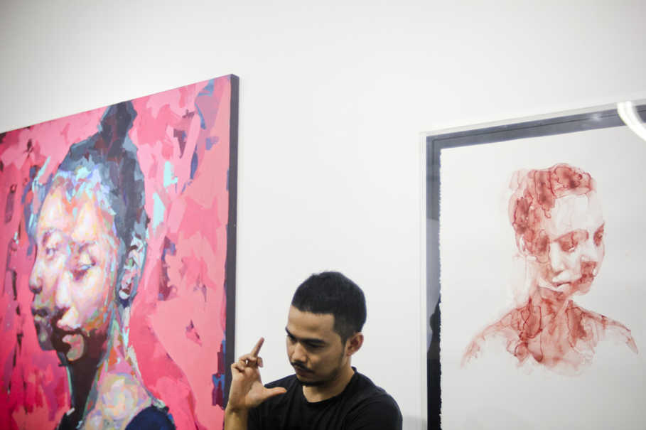 Jabbar Muhammad explains the concepts behind his paintings at the RUCI Art Space on Wednesday (12/07) in South jakarta. (JG Photo/Yudha Baskoro)