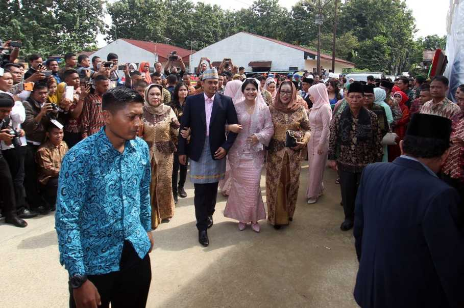 Jokowis daughters wedding procession a boon for cultural tourism jokowis daughters wedding procession a boon for cultural tourism junglespirit Images