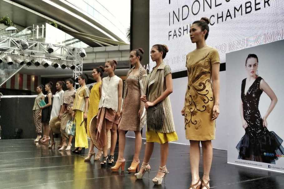 Indonesian fashion chamber showcases trend presentation 2018 indonesian fashion chamber showcases trend presentation 2018 stopboris Image collections