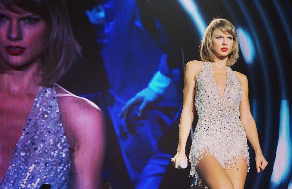 Taylor Swift Shakes It Off With Fans In Singapore