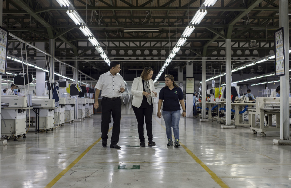 Anne Patricia Sutanto (center) Vice President Director, of PT. Pan Brothers Tbk accompanied by her employess gives a daily briefing during her visit on Pan Brothers company at Tangerang, Banten on Thursday (14/02) Pan Brothers has 23 garment factories in Indonesia. (JG Photo/Yudha Baskoro)