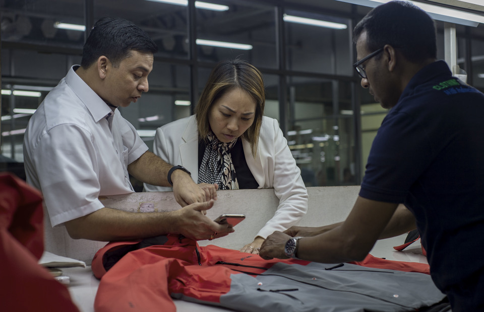 Anne Patricia Sutanto and Pan Brothers employess conduct a quality control in Pan Brothers sewing facility at Tangerang, Banten on Thursday (14/02) 56 % of Pan Brothers products are exported to Asia, 26 % to US and the rest to Europe. (JG Photo/Yudha Baskoro)