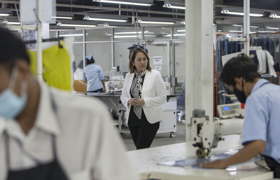 Anne Patricia Sutanto, the Vice President of PT. Pan Brothers Tbk conducts a routine check in her company facility at Tangerang, Banten on Thursday (14/02) She leads Pan Brothers from the almost went bankrupt company to be an Indonesia