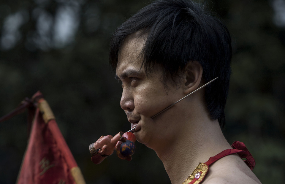 Tatung performs during Cap Go Meh celebrations on February 19, 2019 in Petojo, Central Jakarta. Tatung and tang sin usually show their power by piercing their bodies with knife and sword. (JG Photo/Yudha Baskoro)
