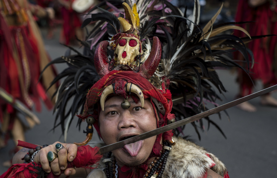 Waraney (warrior) perform as a tatung during Kabasaran dance in Cap Go Meh celebrations on February 19, 2019 at Petojo, Central Jakarta. Only Minahasan descendants can do this ancient dance. They bring a family heritage weapon. (JG Photo/Yudha Baskoro)