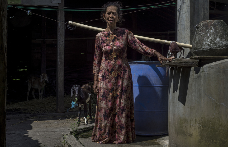 Mbah Nyoto (70) a resident in Sumber Agung stands in her former drilling wells at Boyolali, Central Java on Tuesday (05/03) Before 2018, the well will dry out during the dry season. At that time she had to go to the river to take a bath while taking water for her family needs at home. (JG Photo/Yudha Baskoro)