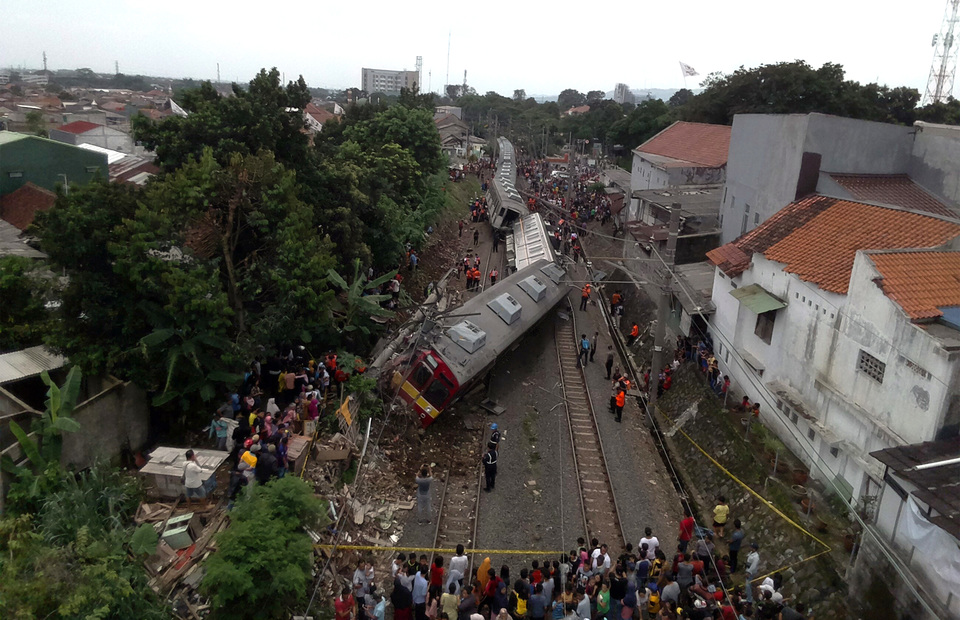 An aerial view of Commuter Line 1722 train trip from Jatinegara in East Jakarta to Bogor in West Java was derailed in Kebon Pedes, Tanah Sareal in Bogor regency on Sunday (10/03)